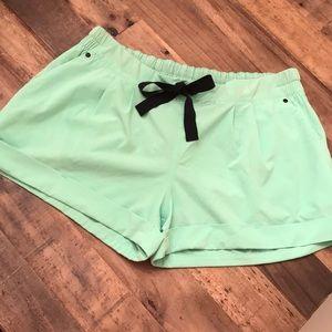 Lululemon shorts 🍋